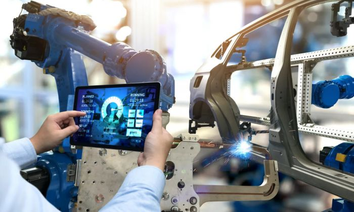 The Auto Industry Needs HR To Complete Digital Transformation
